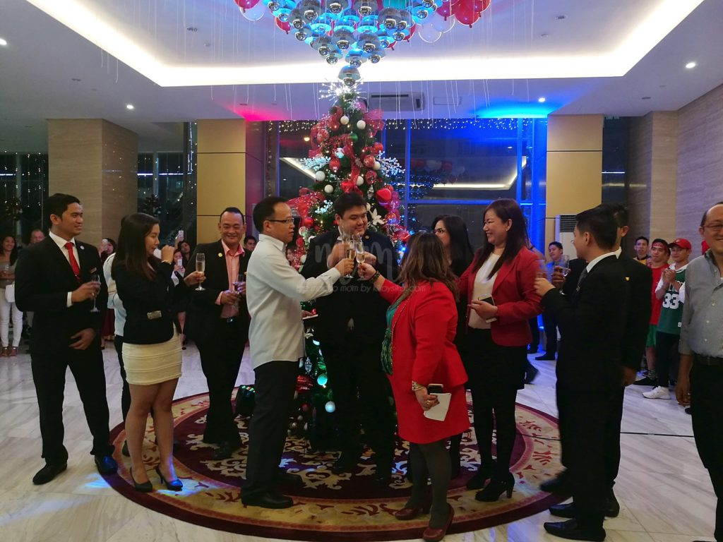 golden phoenix hotel christmas